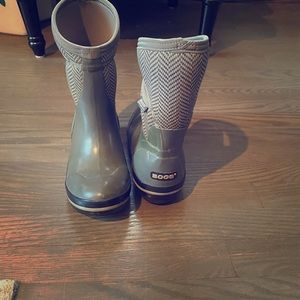 BOGS Neo classic mid farm/rain boots; hunter green